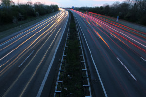 Kraftstoff sparen durch ein angepasstes Fahrverhalten und die richtige Ausstattung.