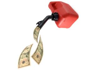 Gibt es in einem Einzugsgebiet viele Tankstellen, sinken die Benzinpreise aufgrund des Wettbewerbs. Billig tanken ist so möglich.