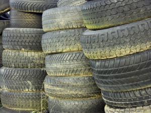 Ein sparsames Auto verfügt über Leichtlauf-Reifen, die den Rollwiderstand minimieren.