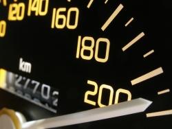 Spritsparend fahren Sie auf der Autobahn mit einer Geschwindigkeit zwischen 100 km/h und 130 km/h.